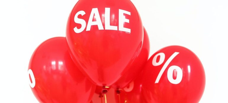 """Balloons that say """"sale""""."""