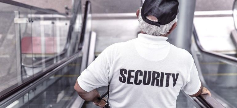 A security guard is one of the temporary storage qualities to look for.