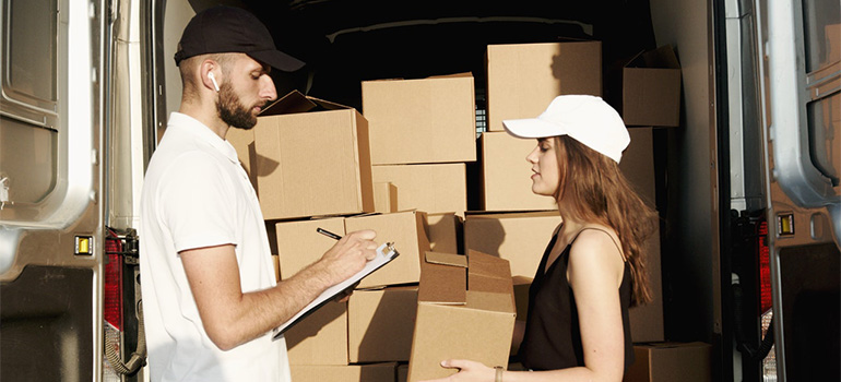 A mover helping a girl move