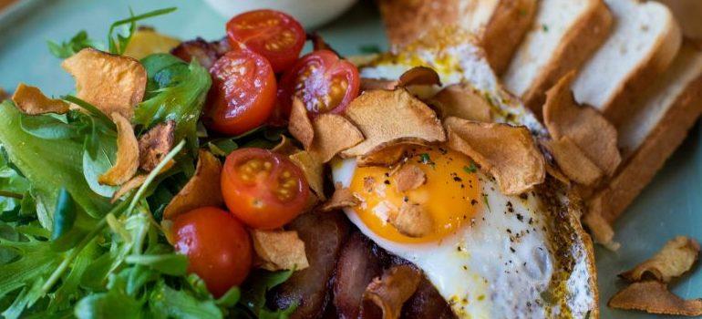 healthy breakfast, eggs, toast, tomato, salad