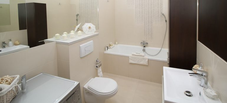 A clean and white bathroom.
